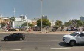 [Homem reage a tentativa de assalto e atira em suspeito em praça de Salvador]