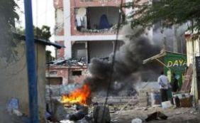 [Duplo atentado em restaurantes da Somália deixa pelo menos 18 mortos]