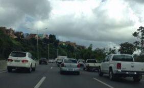 [Trânsito é complicado em Salvador e acidente congestiona BR-324; veja]