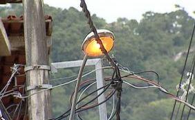 [Energia é interrompida em cinco cidades por ato de vandalismo em postes]