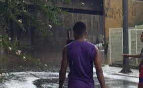 [Forte chuva provoca engarrafamento nas regiões do Dique e Bonocô]