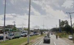 [Manifestação deixa trânsito complicado na Estrada do Coco sentido Salvador]