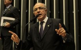 "[Aleluia dispara contra Dilma e Lula: ""Impeachmente cadeia""]"