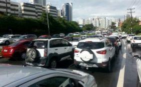 [Trânsito é complicado na manhã desta sexta-feira; confira ]