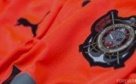[Novos uniformes de jogo do Vitória serão lançados no mês de maio]