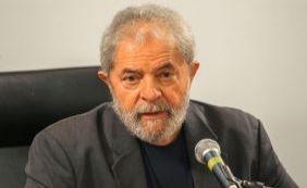[Lula afirmou que só sairia de casa algemado, diz relatório da PF]