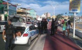[Homem é preso em flagrante após assaltar turista no Rio Vermelho]