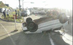 [Carros colidem na Avenida Orlando Gomes; acidente deixa uma pessoa ferida]
