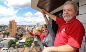 [Lula viaja para Brasília e marca encontro com Dilma para discutir Lava Jato]