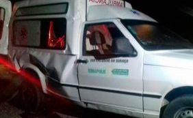 [Colisão entre caminhão e ambulância deixa quatro feridos na BR-101]