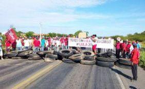 [Manifestantes fecham estradas da Bahia em defesa da democracia e de Lula]
