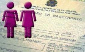 [Militante parabeniza Justiça de SP por autorizar registro de dupla maternidade]