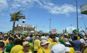 [Milhares de pessoas se reúnem na Barra para protestos contra o governo PT]
