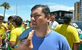 [Tinoco lembra manifestação passada e diz que governo continua com