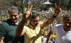[Em BH, Aécio Neves participa de protesto contra Dilma:
