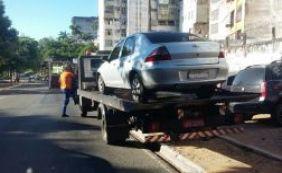 [Transalvador remove 40 veículos por estacionamento irregular no BA-VI]