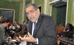 """[Vereador critica novo regulamento para taxistas: """"Faz de conta""""]"""
