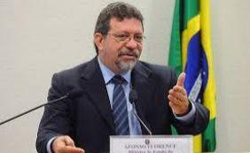 """[""""Lula não precisa fugir da Lava Jato"""", diz líder do PT na Câmara dos Deputados ]"""