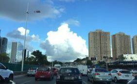 [Trânsito: motoristas enfrentam congestionamento na Av. Paralela ]