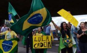 [Manifestações movimentam Brasília, Curitiba, São Paulo e Belo Horizonte]