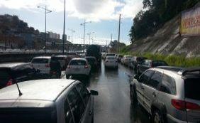 [Motoristas enfrentam complicações na Av. Bonocô, confira o trânsito]