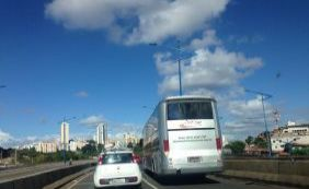 [Ônibus quebrado causa retenção na BR-324; confira o trânsito ]