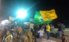 [Grupo de manifestantes faz protesto contra Lula e Dilma na Barra]