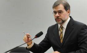 [Presidente do TSE unifica e tira sigilo de ações que pedem cassação de Dilma ]