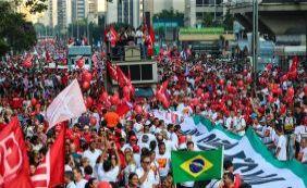[Atos pró-governo defendem Lula e Dilma em todos os estados do Brasil]