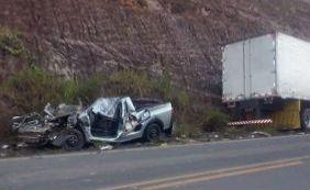 [Colisão entre caminhão e caminhonete deixa um morto e um ferido na BR-101]