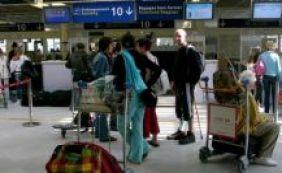 [Aeroportos franceses tem voos cancelados devido à greve de controladores]