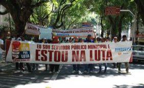 [Servidores municipais decidem manter greve e marcam nova assembleia]