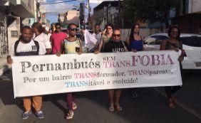 [Manifestantes de grupo LGBT realizam caminhada nesta quarta]
