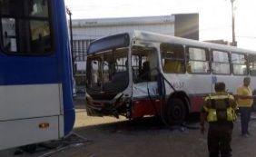 [Colisão entre coletivos deixa nove pessoas feridas em Largo dos Mares]