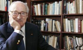 [Aos 90 anos, morre o escritor e acadêmico francês Alain Decaux]