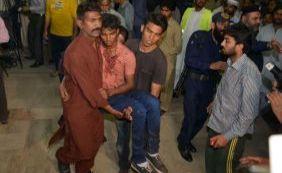 [Explosão em parque no Paquistão mata pelo menos 65 pessoas]