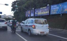 [Taxistas realizam carreata em direção ao cemitério Campo Santo ]