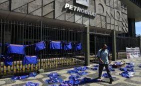 [Conselho da Petrobras propões corte de 37% nos investimentos]