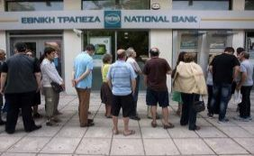 [À beira do colapso, governo da Grécia estuda fechar bancos nesta segunda-feira]