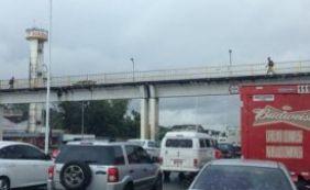 [Motoristas enfrentam trânsito com lentidão nas principais vias de Salvador]
