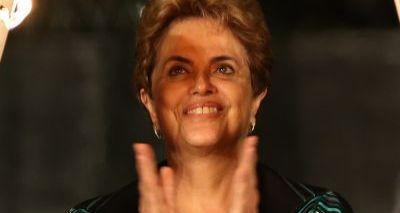 """Dilma diz que Cunha conduziu impeachment  """"na cara de pau"""" e comemora saída"""