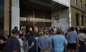 [Em crise, Grécia fecha bancos para impedir saques da população ]