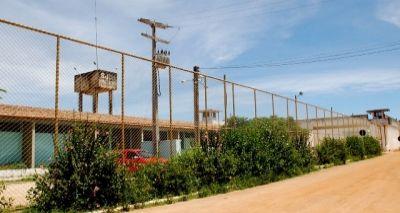 Presos fazem túnel por vaso sanitário e fogem de presídio em Conquista