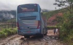 [Motorista se perde e acaba atolando ônibus com estudantes da UFBA]