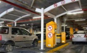 [Shoppings estudam alternativa para cobrar estacionamento de funcionários]