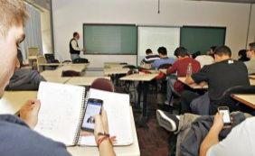 [Deputado propõe projeto de lei que proíbe uso de celular em salas de aula]