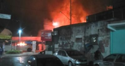 Traficantes incendeiam ônibus em Pero Vaz após ação da polícia