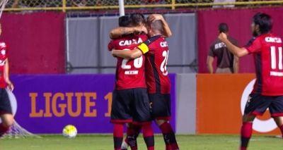 Com dois jogadores a mais, Vitória vence o Sport por 3 a 2 no Barradão