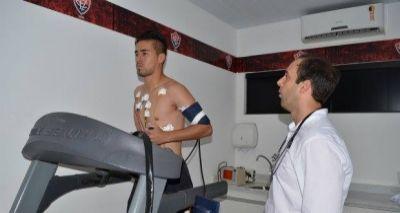 Aprovado nos exames médicos, Ramallo assina contrato com o Vitória
