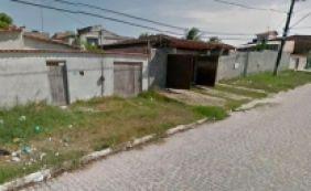 [Grupo armado invade casas e mata dois adolescentes em Dias D'Ávila]